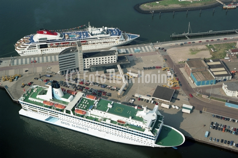 IJmuiden Felison terminal Queen of Scandinavia en Braemar 2001 lfh 010826002-166