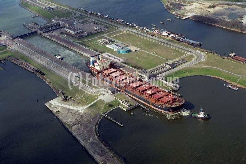 IJmuiden Noordersluis tanker Hacep vaart sluis uit 1995 lfh 95033018