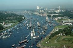 Sail Amsterdam 2000 Parade of Sail op het Noordzeekanaal LFH 00082479-022