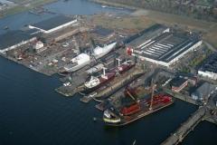Amsterdam shipdock met Giant 4 voor Koersk HMS Amsterdam 2001 lfh  011127008-190