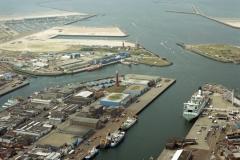 IJmuiden Zeehaven havens richting zee 2003 lfh 030731018-019
