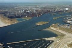 IJmuiden havenmond Seaport marina Hoogovens Forteiland havens 1996 lfh 96042461-010