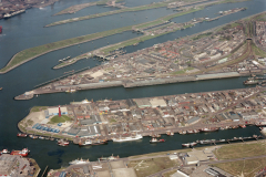 IJmuiden  Vissershavens Sluizen Spui kanaal Hoogovens buitenkades overzicht 1985 lfh 85042930 (1)
