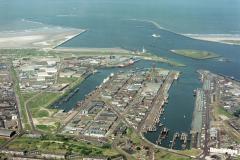 IJmuiden Zeehaven havens en industrie gebied 1988 lfh 88060318