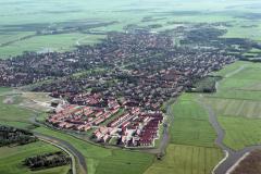 Uitgeest vanaf Uitgeesterweg richting centrum Hollandse tuin 1988 lfh 88070956