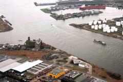 Amsterdam Havens Noordzeekanaal Achtersluispolder Petroleumhaven1989 lfh 89030418