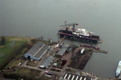 Amsterdam Havens het IJ Oranjewerf en dok Greenpeace schip 1989 lfh 89030420