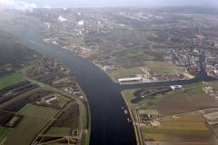 Velsen Beverwijk overzicht hoog Noordzeekanaal,Hoogovens,Pieren,Havens,Forteiland,Sluizen 1990 lfh 90031209