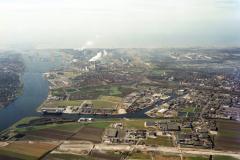 Velsen-Noord, Beverwijk,Hoog Overzicht richting zee,Noordzeekanaal,Wijkermeer,Hoogovens van Gelder,Pen, 1990 lfh 90031405