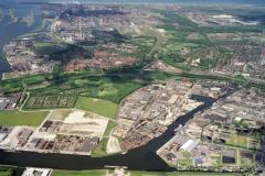 Beverwijk Haven de Pijp industrie terrein Velsen-Noord Hoogens Pen centrale richting zee 1990 lfh 90052218