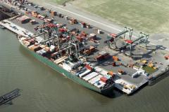 Rotterdam ,Waalhaven,havens, industrie,overslag, transport,scheepvaart,1990 lfh 90091129