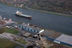 Velsen Noordzeekanaal  Crown van Gelder passage Petrel Arrow cellulose schip 1991 lfh 91032530