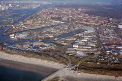 IJmuiden overzicht havens Zeehaven IJmuiden Vissershaven Haringhaven Sluizen Noordzeekanaal Industrie gebied IJmuiden Zeewijk Velsen 1991 lfh 91032554