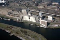 IJmuiden Cemij fabrieken achtergrond Hoogovens met Hoofdkantoor 1991 lfh 91032715