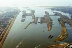 Velsen IJmuiden overzicht Noordersluis en sluis gebied richting zee 1991 lfh 91082762