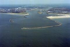 IJmuiden Pieren Havenmond Zeehaven Hoogovens Forteiland Sluizen overzicht 1994