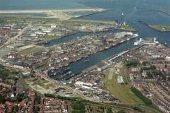 IJmuiden  Zeehaven vissershaven met veel schepen 1995 LFH 95062802-038
