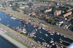 Sail Amsterdam 1995 IJmuiden zuidertoeleidings kanaal steigerweg verzamelende deelnemers LFH 95656-05-007