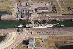 Sail Amsterdam 1995 Pools zeil schip in sluis  DAR MLODZIEZY