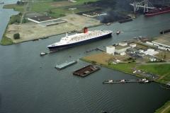 Amsterdam havens Westhaven QE 2 1996  lfh 96062933-056