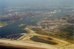 IJmuiden Strand  IJmuiden aan Zee Seaport Marina Forteiland Hoogovens 1996 lfh 96082004-079