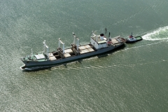 IJmuiden havenmond ms Risan met slbt Titan 1997 lfh 97061633-040