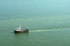 Noordzee kust Heemskerk EH 17 vissend voor de kust visserij 1997 lfh 97081965-090
