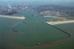 IJmuiden Havenmond Pieren Hoogovens Seaport Marina Sluizen 1997 lfh 97102867-158