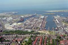 IJmuiden Havens naar zee 1999 lfh 99052776-045