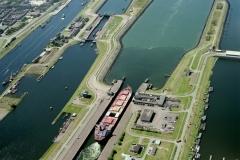 IJmuiden Noordersluis met schip 1999 lfh 99072950
