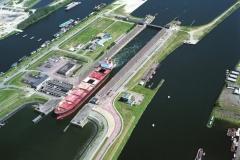 IJmuiden Noordersluis met schip