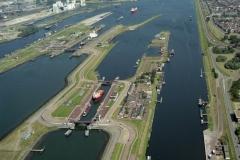 IJmuiden Sluizen complex met diverse schepen 1999 lfh 990730105-105