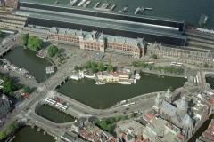 Amsterdam Centraal Station met NH koffie huis 1999 lfh 99083095-118